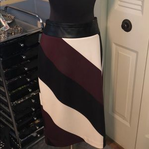 Worthington skirt sz 12 burgundy black